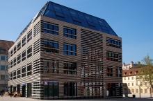 vr bank w rzburg filiale w rzburg marktplatz forum gemeinsam zukunft gestalten. Black Bedroom Furniture Sets. Home Design Ideas